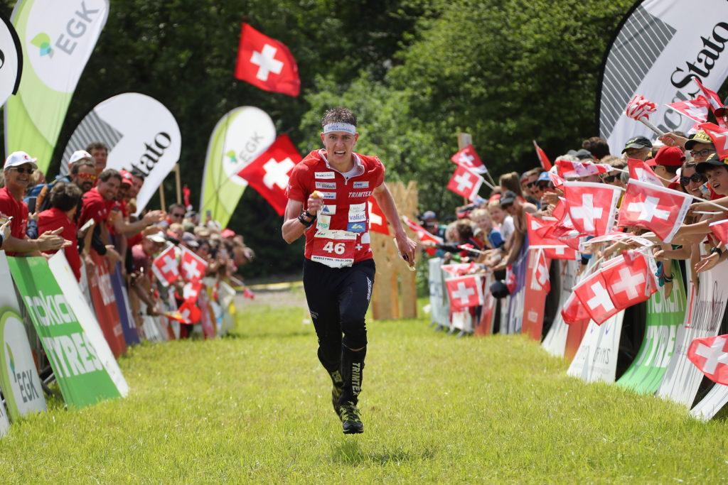 Zieleinlauf von OL-Läufer Matthias Kyburz an der EM im Tessin