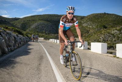 Radprofi Silvan Dillier in einem Aufstieg