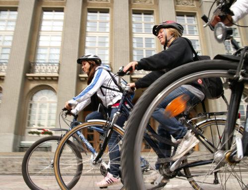 Auf dem Velo Punkte und Kilometer sammeln für «bike2school»