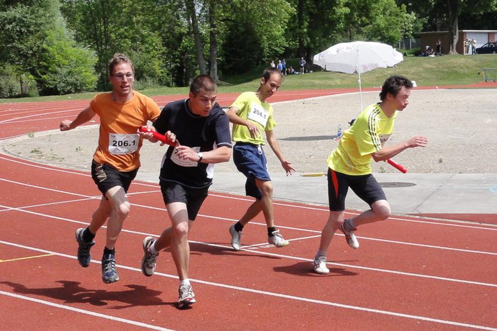 Sportler von PluSport Aargau bei der Stafette