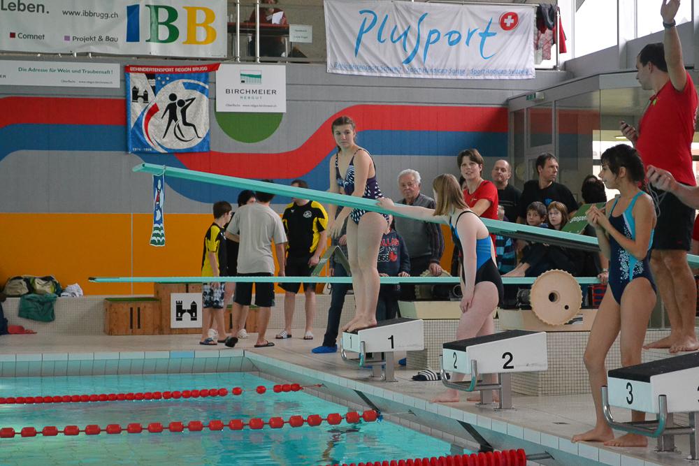 Schwimmer von PluSport Aargau vor dem Start