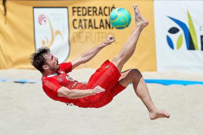 Beach Soccer Spieler Noel Ott bei einem Fallrückzieher
