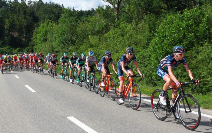 Die Velorennfahrer sind unterwegs am GP des Kantons Aargau