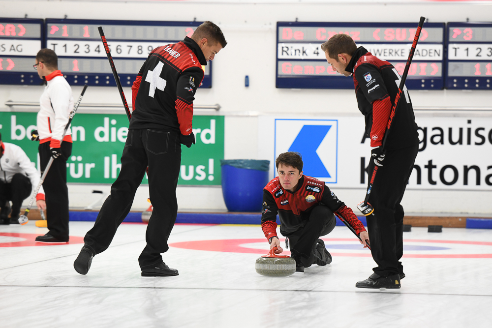 Die Schweizer Curler um Skip Peter De Cruz in Aktion