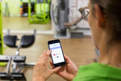 Sportlerin nutzt die eProfit App
