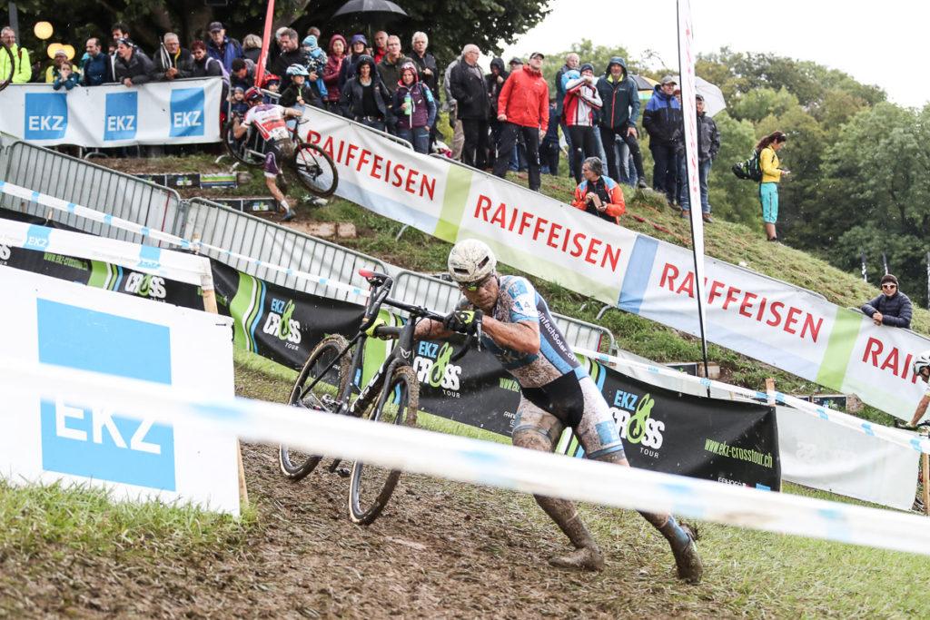 Radcross Fahrer in Aktion