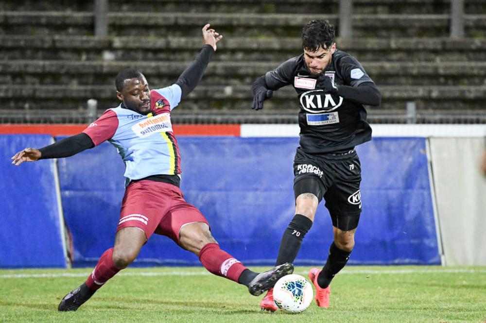 Zweikampf in einem Spiel des FC Aarau