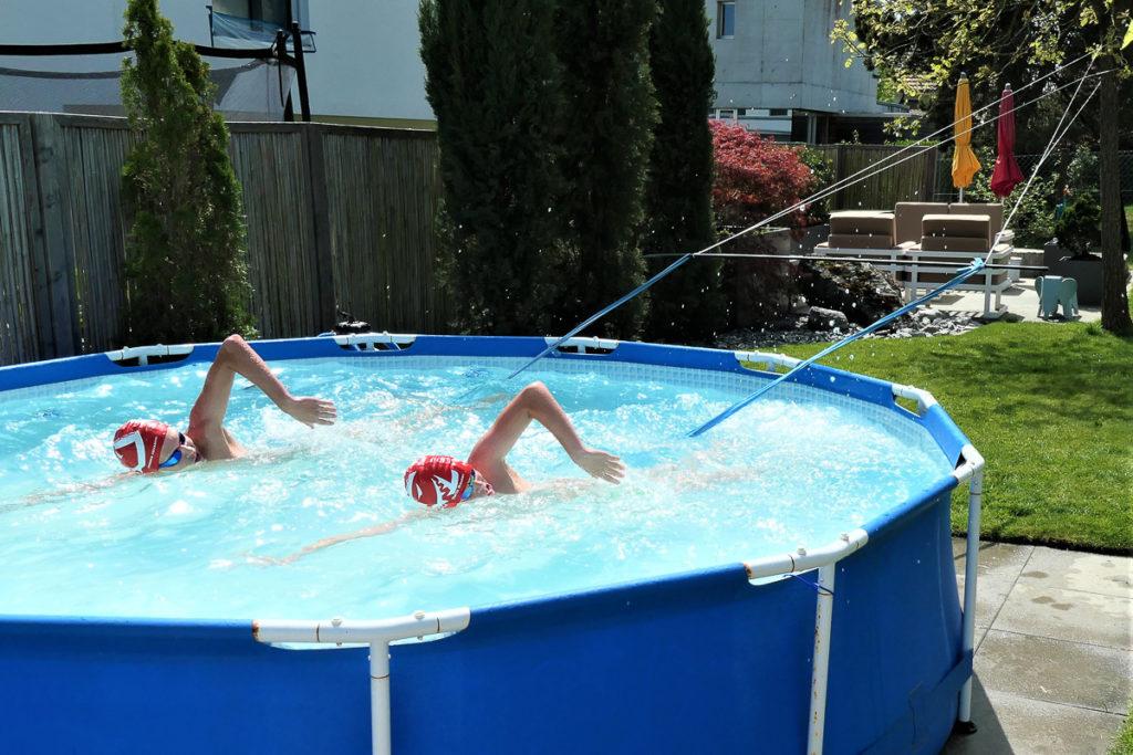 Die Schwimmer des SC Aarefisch trainieren während der Coronakrise im eigenen Pool
