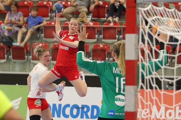 Die Aargauer Handballerin Dimitra Hess in Aktion