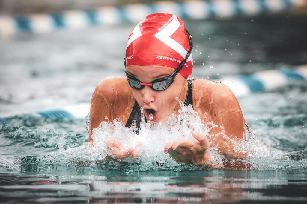 Schwimmerin des SC Aarefisch in Aktion