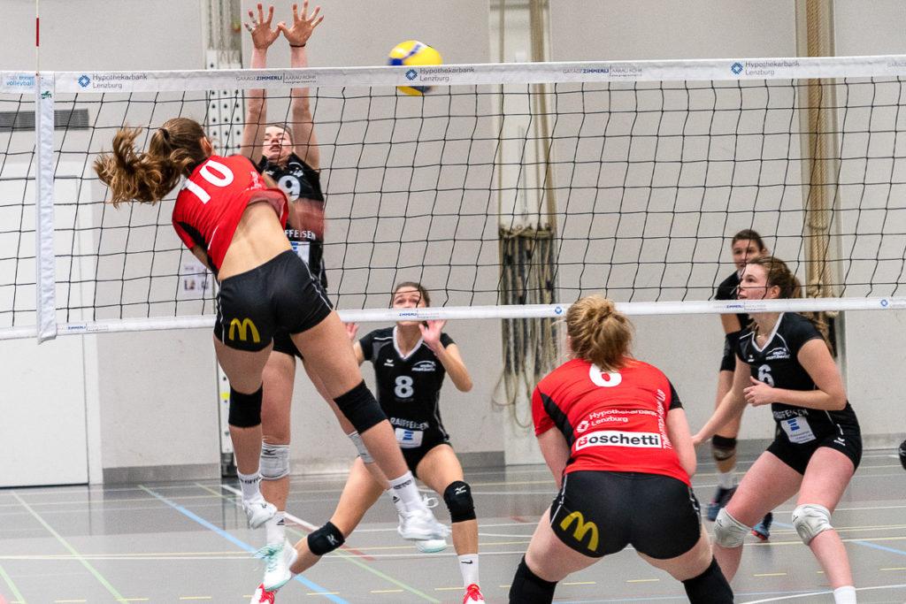 Angriff der Volleyballerinnen des BTV Aarau