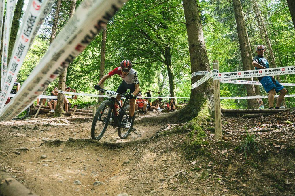 Der Aargauer Joel Roth auf dem Weg zur Mountainbike Goldmedaille an der SM in Gränichen