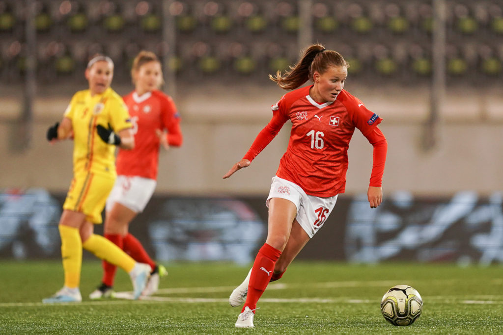 Die Aargauer Fussballerin Malin Gut in Aktion für die Schweizer Nationalmannschaft