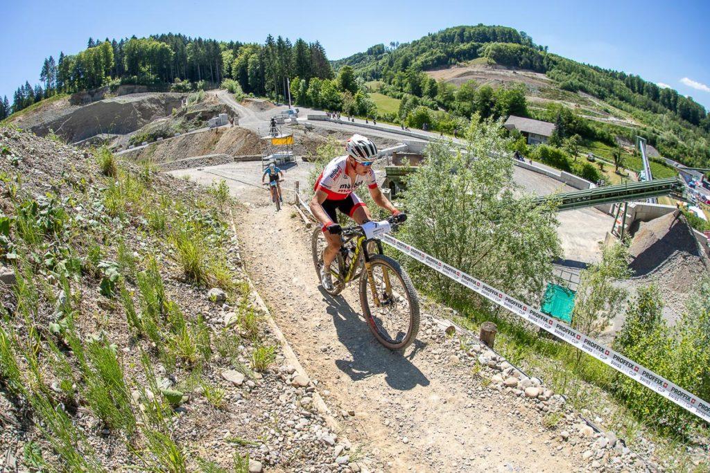 Mountainbiker Matthias Stirnemann im Aufstieg an der SM in Gränichen