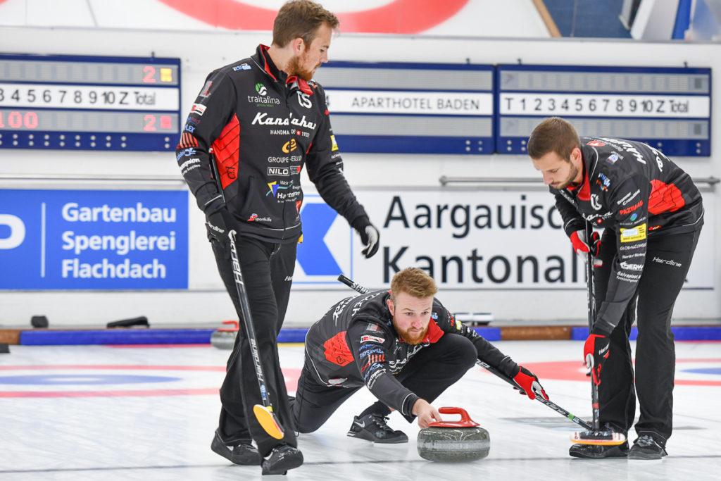 Die Curling Spieler des Team Schwaller in Aktion
