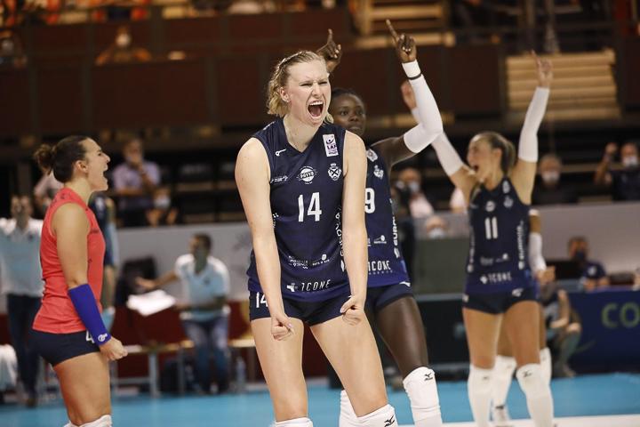 Volleyball-Profi Laura Künzler jubelt nach einem gewonnen Punkt