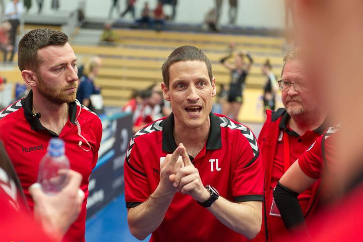 Volleyballtrainer Timo Lippuner während dem Coaching