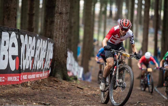 Der Aargauer Mountainbike Profi Joel Roth im Aufstieg